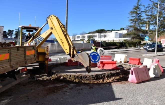 Construção de rotunda na Av. 1.º de Maio em Santiago do Cacém