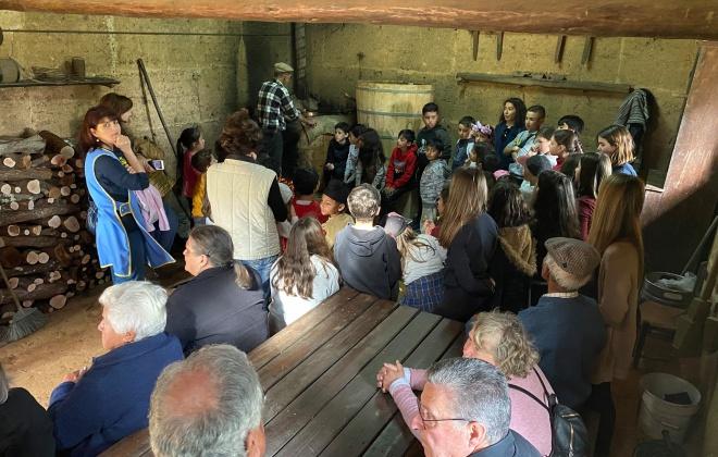Crianças e idosos visitaram Museu do Medronho em São Teotónio