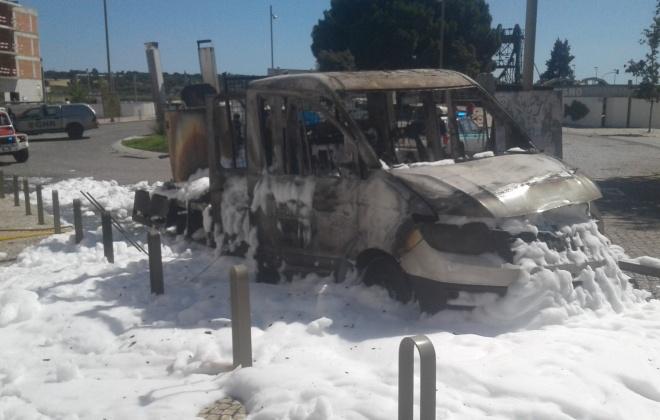 Carrinha incendeia-se em Alcácer do Sal