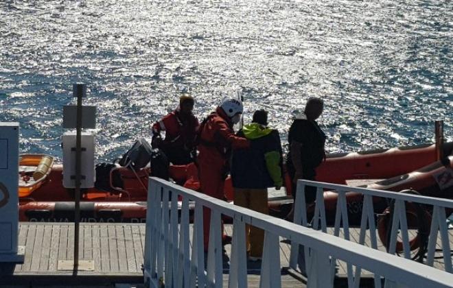 Pescador foi resgatado ao largo do Porto de Sines