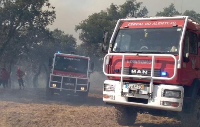 Incêndio consumiu área de pasto em Abela, Santiago do Cacém
