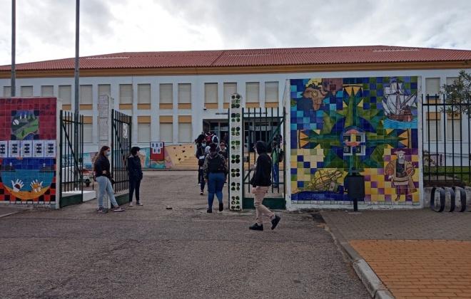 Quinhentos alunos regressaram às aulas esta quinta-feira na Escola Poeta Al Berto em Sines