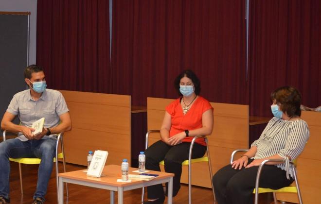 """O livro """"O Hamster fugiu"""" de Liliana Rodrigues foi apresentado hoje em V. N. Santo André"""