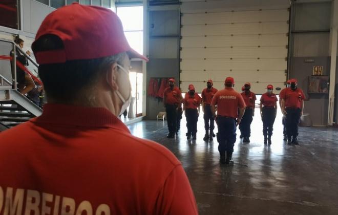 Oito bombeiros de Sines foram ontem promovidos a bombeiros de 2.ª