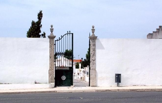Cemitério Municipal de Sines estará aberto no domingo, 1 de novembro de 2020