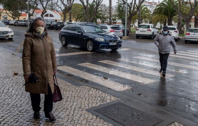 Uso obrigatório de máscaras na rua por mais três meses aprovado no Parlamento