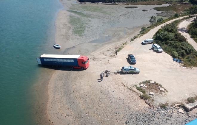 PJ investiga camião que foi encontrado atolado em Vila Nova de Milfontes
