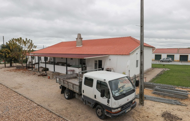 Grupo Desportivo de Montevil substitui telhado da sede com o apoio da autarquia